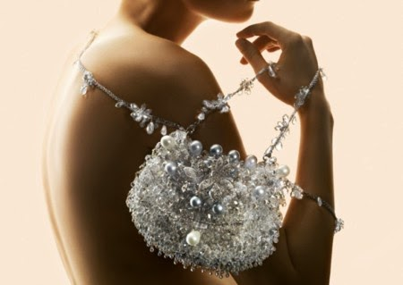 Лепене на кристали Сваровски върху предмети и дрехи