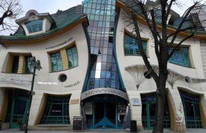Кривата къща Полша